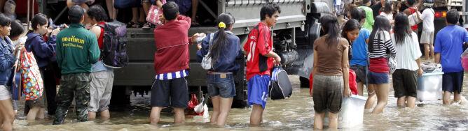 Milion worków z piaskiem nie pomogło. Wielka woda już u bram Bangkoku