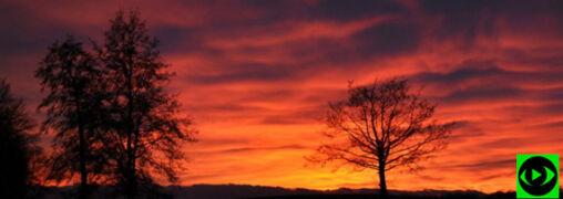 """""""Od ciemnego złota do purpury"""". Zjawiskowy zachód słońca na Waszych zdjęciach"""